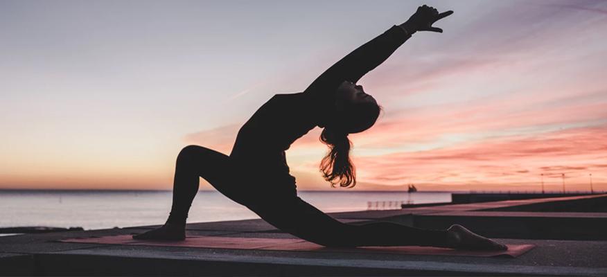 Huấn luyện viên yoga online