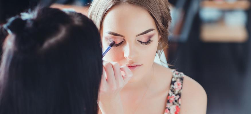 Một nhà makeup