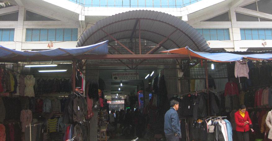 đổ buôn quần áo ở chợ Tân Thanh