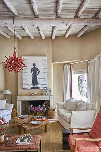 căn phòng khách thiết kế kiểu Tây Ban Nha
