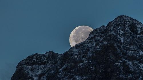 Ảnh mặt trăng làm nền Powerpoint