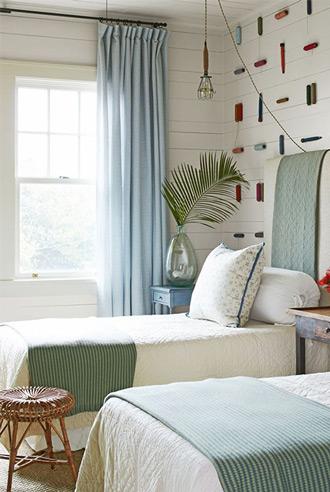 lựa chọn họa tiết phù hợp gắn lên tường phòng ngủ