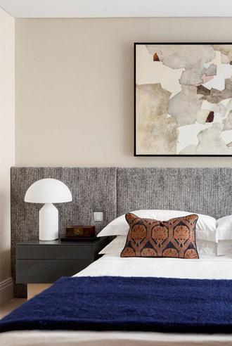 sử dụng tông màu đậm cho nội thất phòng ngủ
