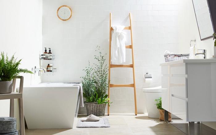 thiết kế nhà tắm màu trắng