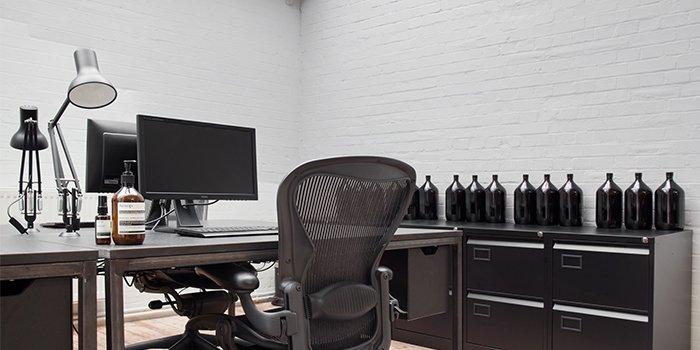 văn phòng tối giản aesop